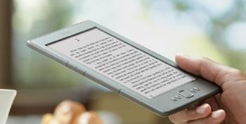 携帯で本を読む.jpg